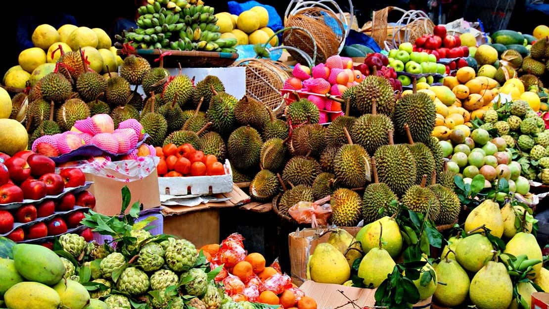 Vietnam_Asian market exotic fruits_49865191.jpg